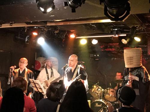 「坊主バンド」のコンサート時の写真