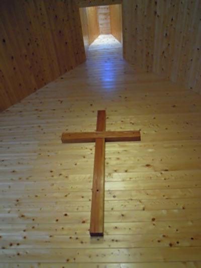礼拝堂の正面の十字架
